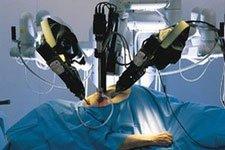 В Ирландии малоинвазивные операции делают при помощи роботов Da Vinci