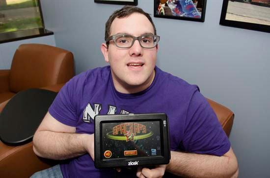 Аарон Винстон (Aaron Winston) будучи аутистом, получил работу и занимается разработкой дизайна компьютерных игр