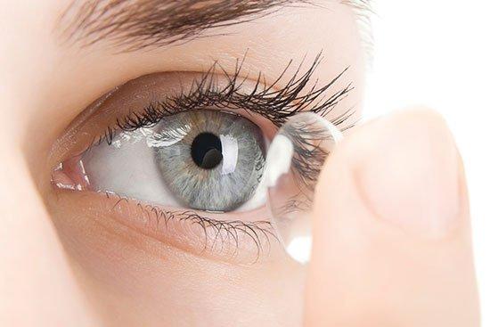 Очки или линзы: что лучше использовать для коррекции зрения?