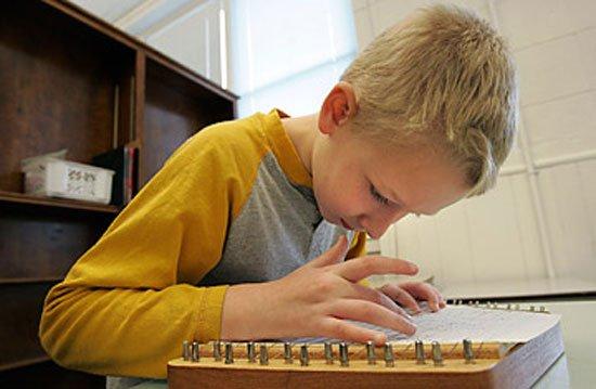 Минобразования разработает учебные программы для аутистов и педагогов