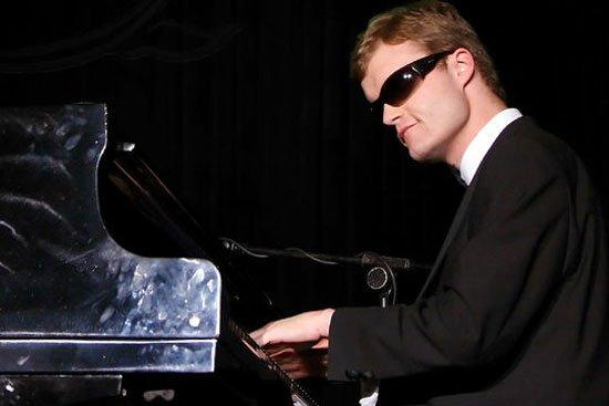 Как слепой мальчик с аутизмом стал знаменитым пианистом