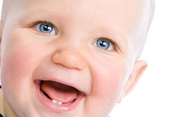 Какие симптомы прорезывания зубов у ребенка?