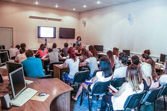 Запорожские студенты-медики прошли обучение по экспериментальной английской программе