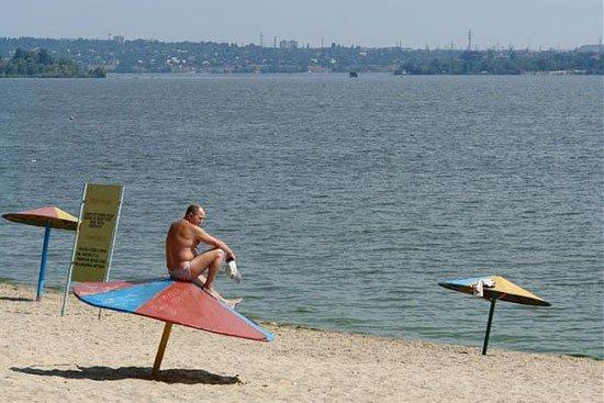 Врачи просят запорожцев воздержаться от купания на «диких» пляжах
