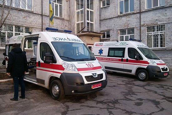 """Запорожский военный госпиталь получил """"скорые"""" от Святослава Вакарчука"""