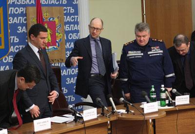 Премьер-министр Украины потребовал от Запорожья санитарный вертолет